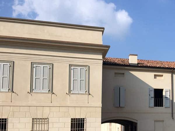 verniciatura-finestre-in-legno-pomponesco